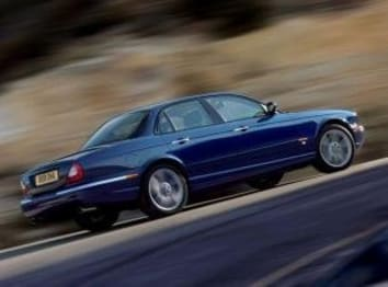 2005 Jaguar XJR Sedan 4.2 Supercharged