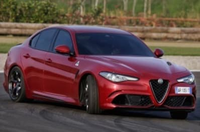 2017 Alfa Romeo Giulia Sedan (base)