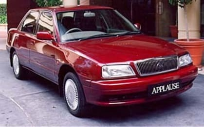 1998 Daihatsu Applause Sedan (base)