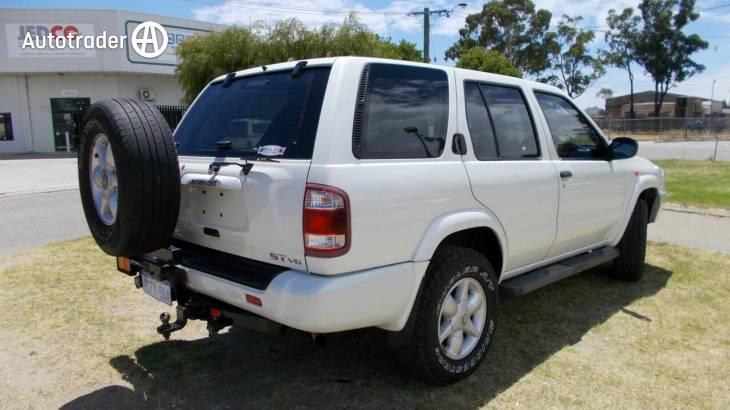 2004 Nissan Pathfinder ST (4X4)